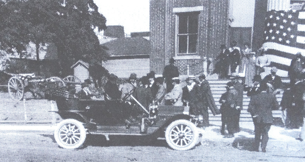 ANSLEY SALZ'S automobile. Benicia Library Collection